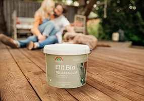 BIOBASERT: Elit Bio Terrasseolje er et nytt, bærekraftig og biobasert produkt fra Beckers som beskytter treverket så effektivt at det kun er nødvendig å behandle det hvert fjerde år.