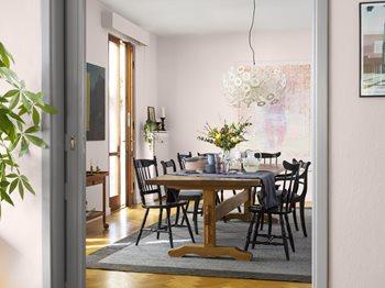 c7adbbc7 Med riktig kombinasjoner er rosa fint også i stuen. Her vegger i fargen  Flor og