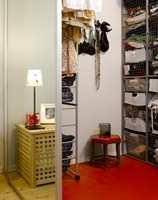 <b>ENERGI</b> Rødfargen på gulvbelegget er varm og sterk og gir plenty energi både til rommet og dem som bor der. Gulvet er lett å legge og enkelt å holde rent. (Foto: Per Erik Jæger/ifi.no)