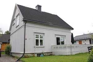Huset skal males grått med hvitt som staffasjefarge, men hvilke detaljer skal males hvitt? Hvor mye krydder vil huset kle?