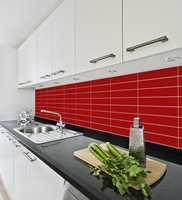 <b>ENKELT:</b> Ferdigtilpassede plater er en enkel og rask løsning for forandring på kjøkkenet. (Foto: Smartpanel)