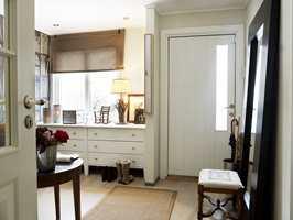 Flere, gode grep har gitt bra med oppbevaringsplass og et rom det er hyggelig å oppholde seg i.