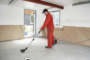 Tørr og støvfri betong er avgjørende for det endelige resultatet.