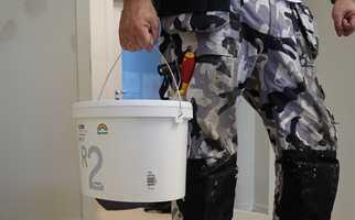 Smarte og sunne løsninger er i vinden. Nå lanseres et malingspann med flere finurlige egenskaper.