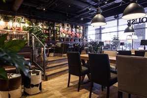 Skandinavisk: Espresso House er tilpasset skandinaviske kunder. Interiøret skaper et rustikt og hjemmekoselig uttrykk.