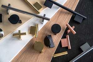 STORT UTVALG: Merket Haven består av møbler og innredninger i en rekke farger og materialer, med håndtak og knotter i matchende farger.
