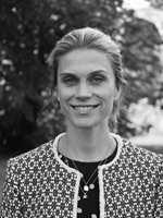 DESIGNER: – Det har vært inspirerende å få ta del i fagkompetansen og kjærligheten Kasthall har til håndverket sitt. Vi er stolte av å kunne tilby denne kolleksjonen i samarbeid med dem, sier Torhild Aune Rustenberg, Kreativ leder i InHouse.