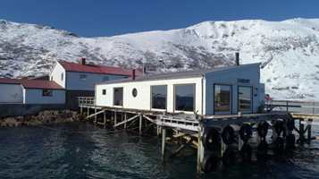 <b>KAIHUSET:</b> Det gamle kaihuset er omgjort fra et nedlagt fiskemottak. Det ligger idyllisk til i havgapet.