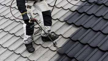 Å gjøre et slitt og mosebegrodd tak rent og pent, er lettere enn du tror. Med maling for takstein blir taket godt som nytt, til en brøkdel av prisen for ny stein. Og jobben kan du faktisk gjøre selv!