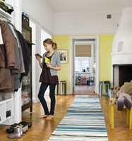 Den gule veggen rommet liv og et unikt preg.