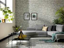 <b>HELHET:</b> Bruk farger og tekstiler til å skape en helhet i interiøret på tvers av sonene. Ta opp farger fra tapet eller malte vegger i tepper, puter og andre tekstiler. Tapetet her er fra Fantasi Interiør sin kolleksjon Paradisio.