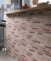 Tapeter som imiterer stein, tegl og naturmaterialer er populære.