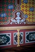 Dette er en nøyaktig kopi av et rom i den 400 år gamle Villa Palagione i Toscana. Rommet ble detaljmessig fotografert ved siden av at all dekor ble tegnet av på dekkpapir som ga grunnlag for utskjæring av sjabloner. Stilen er fra midten av forrige århundre, ettersom villaen ble ombygget og restaurert i årene 1835-1865. Dekorasjonene er dels utført i sjablonteknikk, dels som frihåndsmaling.