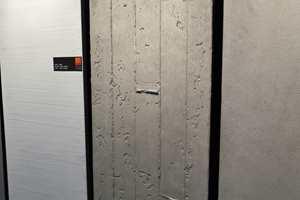Nei, dette er ikke en del av bakveggen i messehallen - det er kostbare panelplater med