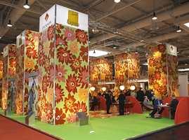 Som på motevisninger i klesbransjen har man også på Domotex en tendens til å sette ting på spissen, men teppebransjen preges nå av sterkere farger og store mønstre.