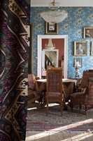 <b>TRADISJON:</b> Hvitt i hjem, og som bakgrunn for kunst, er et heller nytt fenomen. Her på herregården Gimle er interiørene bevart slik de sto på slutten av 1800-tallet. Fra boken DUSTY av Maria Horgen og Jorunn Tharaldsen.