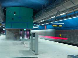 <b>FRESCOTEKNIKK</b> Arne Henriksen og billedkunstner Sverre Wyller har dekorert Løren T-banestasjon. (Foto: Bent Erik Myrvoll)