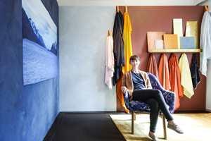 <b>SARAH LESZINSKI</b> Nyutdannet designer fra UIB (interiør og møbel), med fokus på farge. (Foto: Johanne Karlsrud).