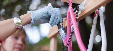 Har du et flott sykkelstativ, bør sykkelen være like flott. Hva med en rosa sykkel til jentungen?