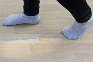 <b>SOKKELESTEN:</b> Gå på sokkelesten hvis du skal bruke det nylakkede eller nymalte gulvet den første tiden.