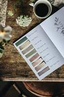 FARGEKART: Sammen med populære influensere som Anna Kubel har Nordsjö satt sammen en palett med 28 fine farger for norske hjem.