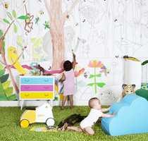 La barna være med å sette preg på rommet sitt. Finn frem fargestifter og pensler og sett farge på tapetet.