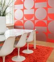 <b>LADESTASJON:</b> Spisekroken på jobben eller hjemme kan bli en skikkelig ladestasjon med dette tapetet fra Arte. Design Brasilia, kolleksjon Flavorpaper for Arte. Føres av Green Apple.