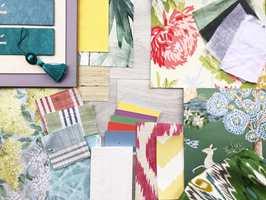Lyse lette farger fra hele fargesirkelen, og mønster på tapet og tekstil i kombinasjon med fint avstemte gulv.