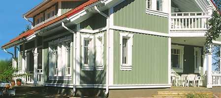 Mye arbeid og penger legges i å male huset utvendig, og resultatet vil du og naboene dine måtte leve lenge med. Derfor fordrer fargesetting av fasader en stunds ettertanke.