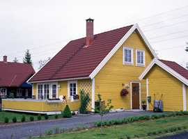 Ikke la gulfargen blir for lys. Da kan den få et grønnlig skjær i dagslys. Dette huset har en intens gulfarge, men det oppfattes ikke syrlig fordi gulfargen er ganske mørk..
