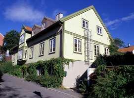 Hvis du velger grønn hovedfarge på huset, er det ofte fint med en annen grønntone på detaljene ? mørkere eller lysere enn hovedfargen.
