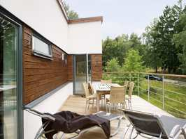<b>LØFTER: </b>Med eksteriørbeis fremheves fasadens karakter, og for den som ønsker at huset skal harmonere med omgivende natur, er beis et godt valg.
