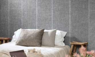 <b>TEKSTUR:</b> Tekstiler og vegger med tapet myker opp og gjør rommet innbydende. Tapet og tekstiler fra Arte/Green Apple.