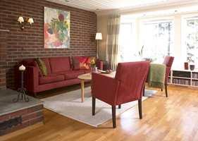 En enkel måte å skape helhet på er å la møblene, og evetuelle gardiner gå ton-i-ton med veggfargen.