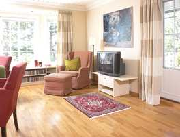 Samme farger er brukt både på gardiner og vegg.