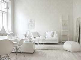 En hvit vegg er ikke bare hvit, hvis den kles med tapet. Forskjellen mellom malte og tapetserte flater er stor!