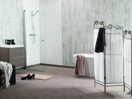Fibo-Trespo veggpanel gir et utseende til badet som likner grå betong.