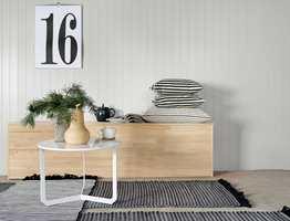 <b>FERDIGMALT</b> Panelplater fra Södra, malt i fargen Skagengrå fra fabrikken. (Foto: Södra)
