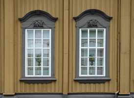 <b>STIFTSGÅRDEN:</b> Den flotte trebygningen som huser kongefamilien når de gjester Trondheim, er fargesatt på en måte det er verdt å studere.