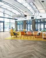 <b>LVT:</b> Allura er et designgulv/LVT fra Forbo Flooring, som gir utallige designmuligheter, blant annet for å gjenskape det eksklusive uttrykket et tregulv i fiskebeinsmønster kan gi.