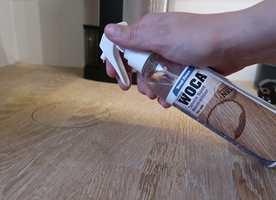 <b>LØSNINGEN:</b> Sprayen fra Woca som inneholder flekknøytraliserende væske, sørger for at flekkene forsvinner.