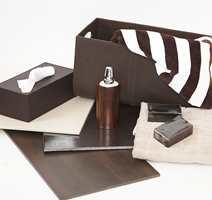 Naturfarger som brunt og beige er viktige farger i trendbildet, sammen med materialer som skinn, lær og treverk.