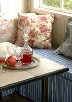 De fleste typer fliser kan benyttes til et slikt bord. Både mosaikk og vanlige fliser vil bli lekkert.