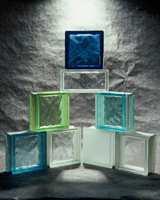 Glassbyggestein finnes i mange farger, størrelser og med ulike mønstre.