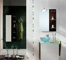 Lekkert og maskulint bad med kontraster i ulike grå nyanser (Höganäs).