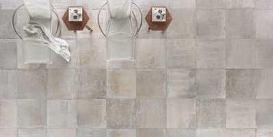 Masqat er en ny serie gulvfliser fra Golvabia som går inn under betong- og steinstilen. Mønstret er variert, og hver flis er unik.