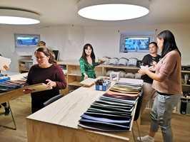 <b>FARGEEKSPERTER:</b> Flügger fargekonsulenter hjelper deg å finne riktige farger til hjemmet ditt.