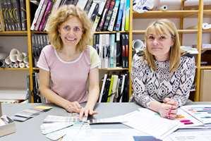 Flüggers arkitekt og fargesetter Anne Christensen (t.v.) har utviklet fargene. Lone Bjørslev Kisbye (t.h.) er PR-manager i Flügger.