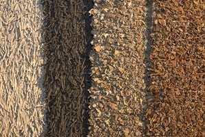 Frodig er også disse teppene fra Toulemonde Bochart med skinnfrynser eller påsydde skinnbiter.