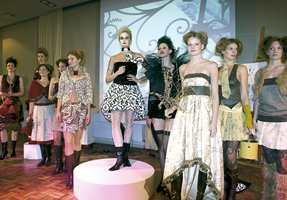 Modellene fra Every Body og Pholk sto for den profesjonelle gjennomføringen i samarbeid med trendinformatøren Lisbeth Larsen, koreografen Elin Høyholm og studenter ved Wolff Eksponeringsdesign.